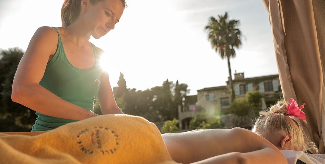 Entspannen Sie bei einer Wellness Massage in der Yoga Finca Son Mola Vell