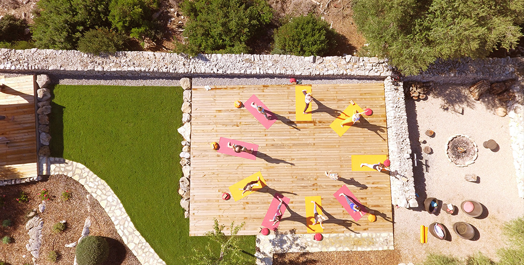 Üben Sie Yoga in der Gruppe während Ihres Urlaubs in der Finca Son Mola Vell
