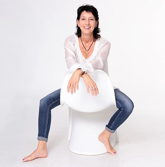 Yogalehrerin Ursula Engel auf der Yoga Finca Mallorca