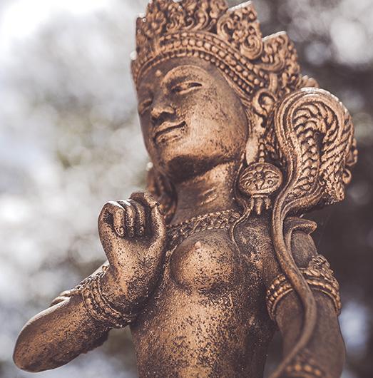 Meditative Statuen verschönern die Finca Son Mola Vell