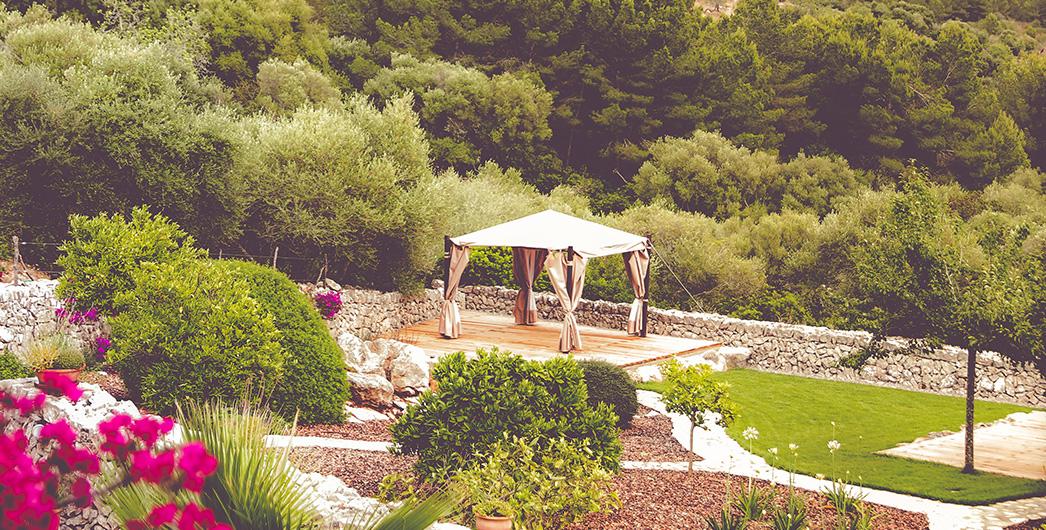Entspannung pur gibts bei einer Massage im Garten von Son Mola Vell