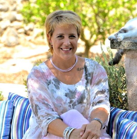 Tatjana ist die Gästebetreuerin der Yoga Finca Son Mola Vell Mallorca