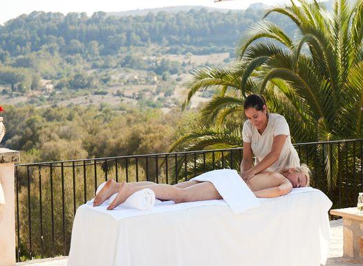 Im Yoga Urlaub zurück schalten und bei Massagen entspannen